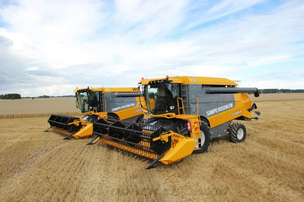 Sampo Rosenlew COMIA C8 Agricultural Combine Harvester image